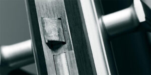 מנעולן בנתניה - פורץ מנעולים בנתניה 24 שעות ביממה - דלתות כניסה