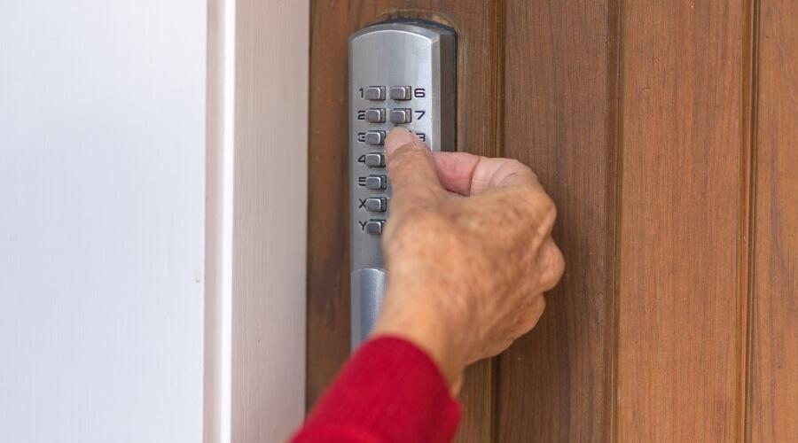מנעול חשמלי לדלת כניסה בנתניה