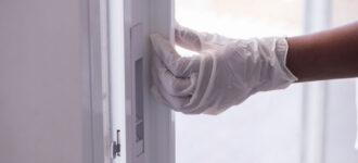 תיקון דלתות הזזה בנתניה – הדלתות כבר לא נפתחות בקלות כמו בעבר? כנראה שהגיע הזמן להחליף את מסילותיה